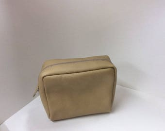 Leather shaving carrying bag.