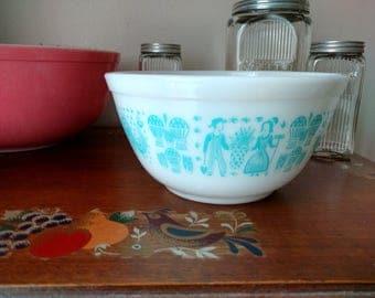 Vtg Pyrex Butterprint Amish Turquoise 1.5 Qt 402 Milk Glass Mixing Bowl