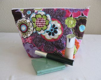 SALE Retro Flowers Quilted Zipper Pouch
