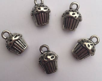 Set of 5 x Tibetan silver mini cupcake charms