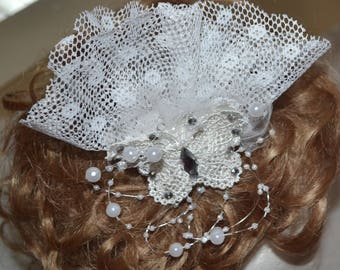 Pearl and Crystal butterfly fascinator, Tulle wedding hair comb, White fascinator,flower hair clip, tulle pearl and crystal head piece
