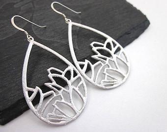 Flower Petal Earrings -- Silver Petal Earrings -- Unique Teardrop Dangles -- Metal Flower Drop Earrings -- Big Teardrop Dangles -- Teardrops