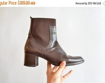 25% off Storewide // Vintage 1990s CHELSEA leather ankle boots / 6