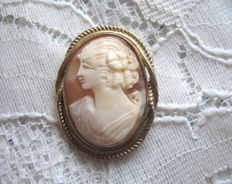 Vintage Hand Carved Shell Cameo Pendant ~ 14K Gold Filled