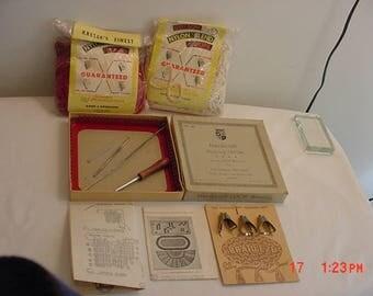 Vintage WNC Handicraft Metal Weaving Loom In Original Box & 2 Packs Of Cotton Nylon Blend Loops Plus Extras  17 - 986