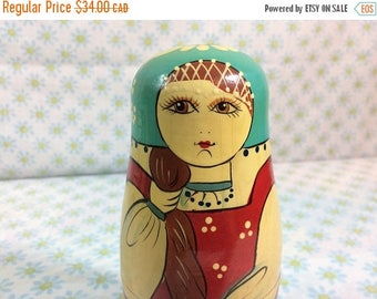 SALE SALE SALE Vtg Russian Nesting Dolls Matryoshka Wooden Set of 4 Hand Painted Beautiful Wooden Ladies Gypsy