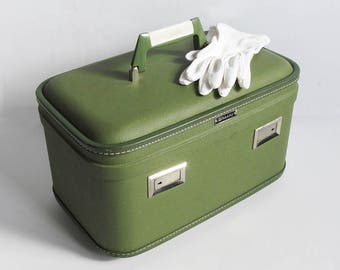 1960s Avocado Green Wheary Train Case, Make-up Case with Mirror