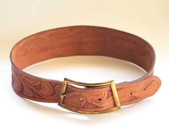 """Vintage 1950s Small Womens Brown Tooled Leather Belt with Filigree/Leaves Design and """"Lorain"""" on Back- Western Style"""