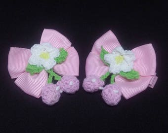 Knitted flower hairclips with bow