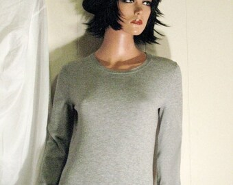 Fabulous Sexy Sweater Girl GAP Basic Grey  Perfect for Fall and Winter Size Small