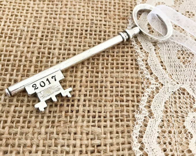 2017 new home ornament, skeleton key