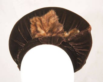 1940s Brown Velvet Hat with Fur Trim - Custom Made Hat with Radiant Brim - Cloche Style Fitted Turban - Authentic 30s 40s Millinery - 44059