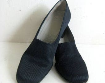 50OFF Event Vintage Charles Jourdan 1980s Shoes Navy Blue Textured Canvas Leather Pump Shoes 6B