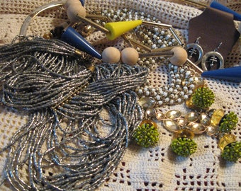 Big Beads Lot// Necklace Destash// Junk Drawer Jewelry Lot// Bead Harvest Lot// Beading Lot// Jewelry Supplies// Craft Supplies// Repurpose