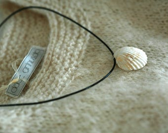 White real seashell pendant necklace