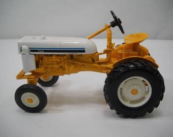 International Cub Low Boy Tractor Diecast Metal Made by Ertl 1/16 Scale FREE SHIPPING