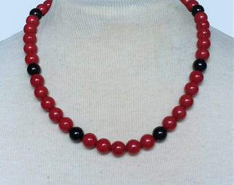 Vintage Onyx Black Marbled Red Lucite Beaded Matinee Length Monet STYLE Traditional Preppy Necklace