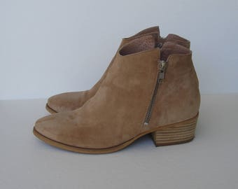 Light brown suede leather slip on cowboy ankle boots women's 7.5
