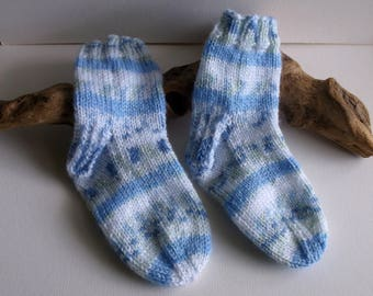 Hand knitted self patterning toddler boys socks. 2 to 4 yrs.UK 6, EU 23, US 6   Blue and white with green flecks