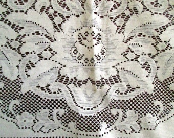 Very Large Quaker Lace Tablecloth, Rectangular