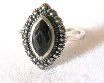 Delicate Vintage A M 925 STERLING SILVER Marcasite and Black Onyx RING Size 6.5