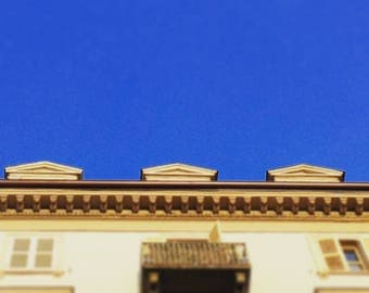Blue sky in town stampa fotografica photo print