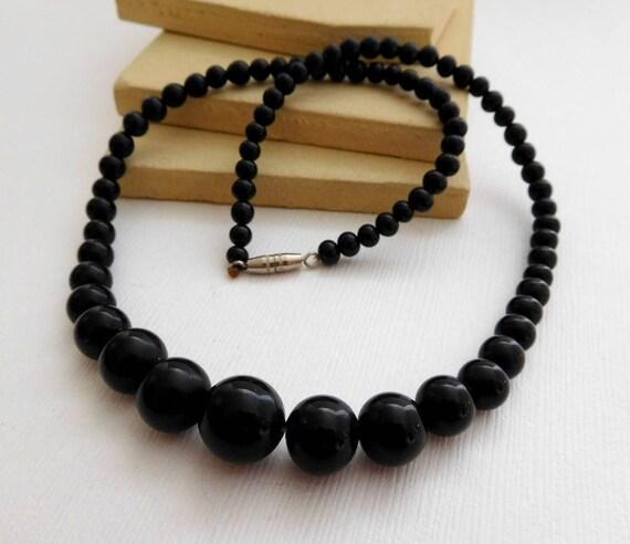 Vintage Retro Classic Graduated Black Bead Choker Necklace TT45