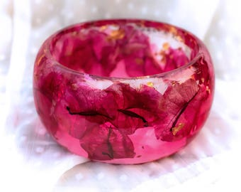 Extra Large Bougainville Purple Resin Golden Bangle Pink Colored Resin, gentle summer exotic flower, Statement bracelet, Pressed flowers