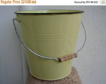 3 day SUMMER SALE 15% OFF vintage,yellow enamel pail,bucket with handle,metal,tin,shabby chic garden tools,decoration.
