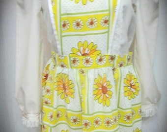 30% Off Clearance Sale Vintage 1960's Yellow And White Daisy Full Size Apron