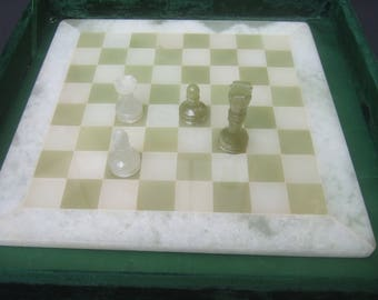 Mexican Onyx Chess Set in Satin Lined Velvet Box