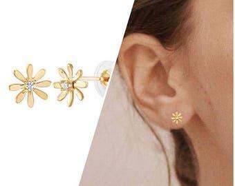14K Gold Daisy Earrings / a pair