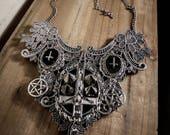 Collier plastron dentelle argenté pentagram croix spikes ♰ 666 Antechrist 666 ♰