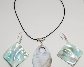 Beautiful mother Pearl Set Earrings & Pendant