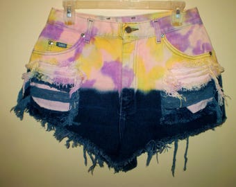 "A Psychedelic Sunset"" Ombre High Waist Shorts LEE VINTAGE"
