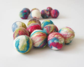 Cat toy. Felted wool ball. 30 pieces. Handmade from ecological wool. Made by kivikis. Free shipping.