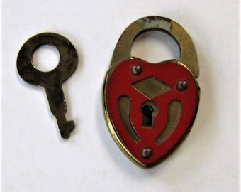 """Vintage gold and red heart shaped lock and key, Small padlock, wedding love lock, 1"""" x 5/8"""", shabby jewelry, craft supplies, gift idea"""
