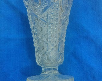Vase in clear depression glass/pressed glass