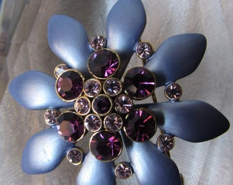 Vintage 70's Brooch Periwinkle daisy Purple faceted stones  hat pin flower child