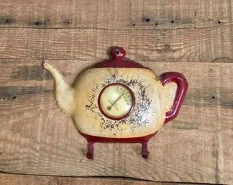 Antique kitchen decor, thermometer, tea pot, kitchen thermometer, oven mit holder, country decor, farmhouse kitchen, farmhouse accents