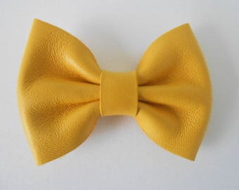 Yellow leather knot of 5.5 x 4 cms hand-made