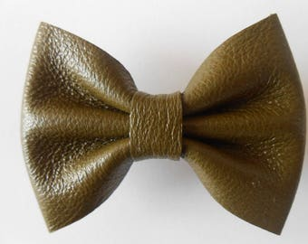 Khaki leather of 5.5 x 4 cm hand-made in France