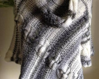 poncho knitted hand (grey black white)
