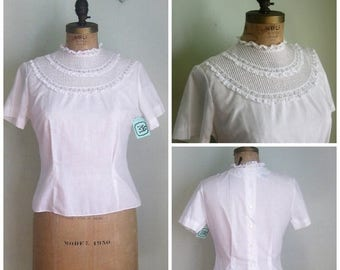 Summer Clearout Mid century White cotton Circle Bib Blouse// Small