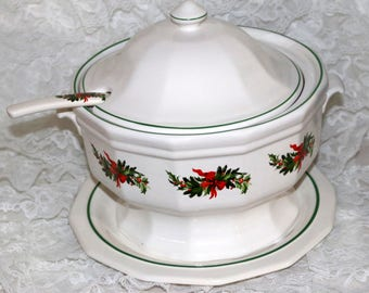 Pfaltzgraff Christmas Heritage ALL Original - Soup Tureen with Ladle and Underplate - Barely Used