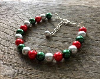 Silver Red Green Christmas Bracelet, Pearl Bracelet, Christmas Jewelry, Single Strand Bracelet, Xmas bracelet, Xmas Jewelry on Silver Chain