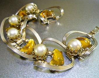 Poured Yellow Glass Gripoix Bracelet, Faux Pearl, Gold Tone Link, Vintage