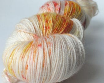TO order - skein of Superwash Merino / Nylon - Fingering / Sock - color stains of Pistil