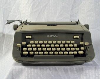 Typewriter Vintage Royal Caravan Portable