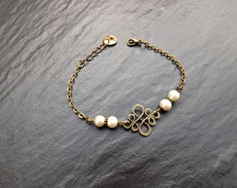 """Sonali"" bracelet made of ivory glass pearl beads"